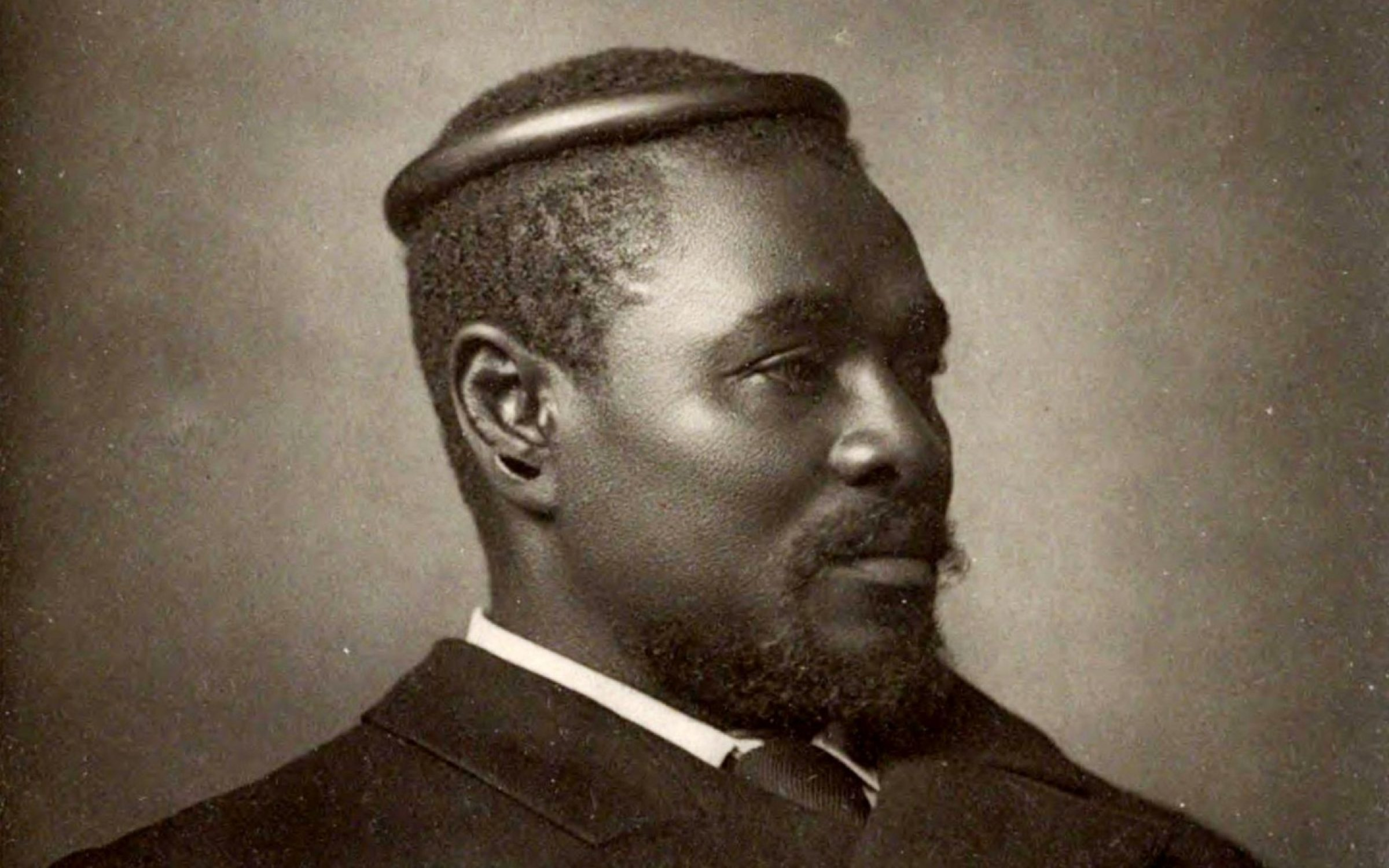 King Cetshwayo photographed by Alexander Bassano on Bond Street, London (1885). Credit: Wikimedia Commons.