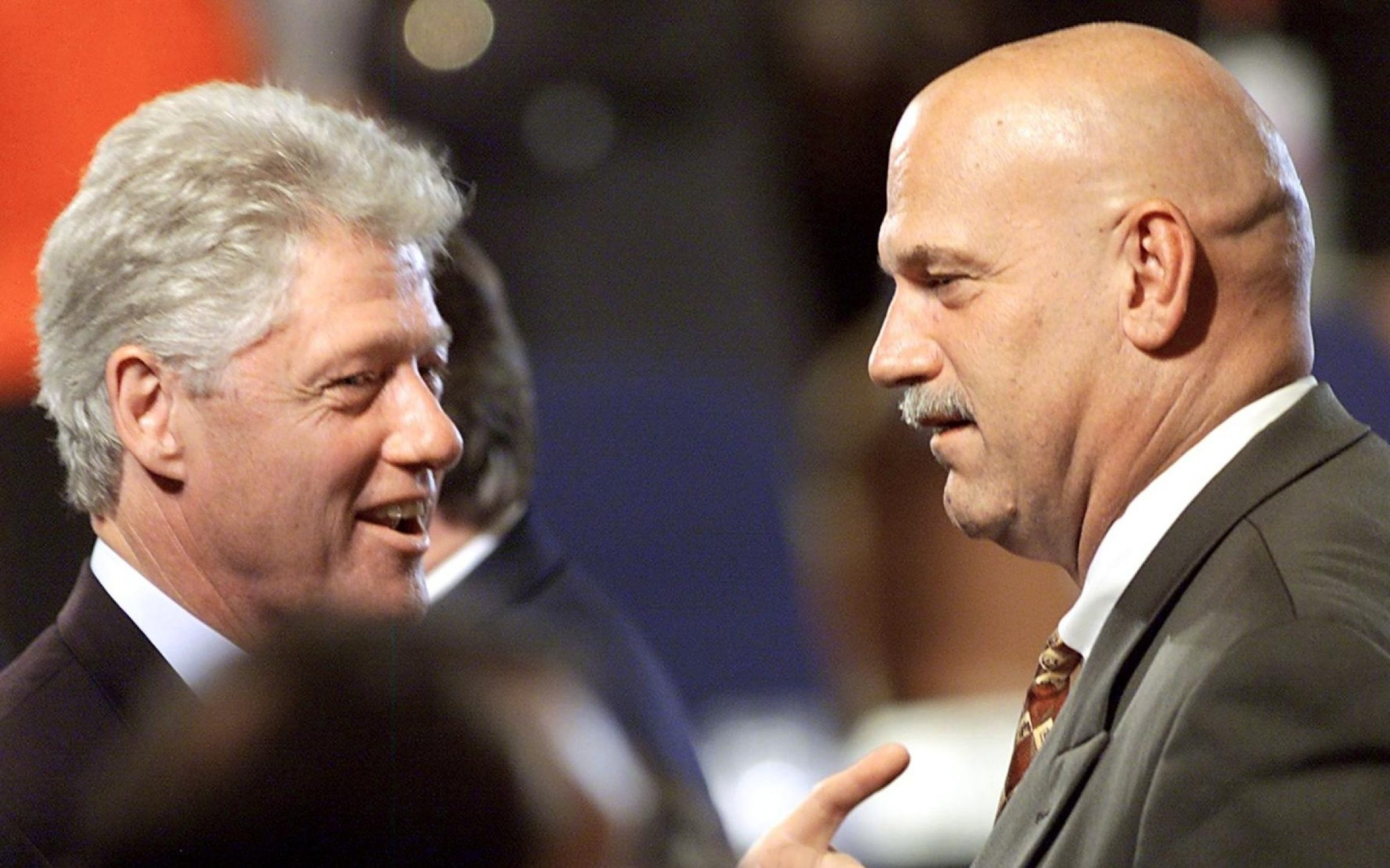 Jesse Ventura speaks with Bill Clinton at the National Governors' Association Convention, 1999. Credit: Stephen Jaffe / AFP via Getty Images.