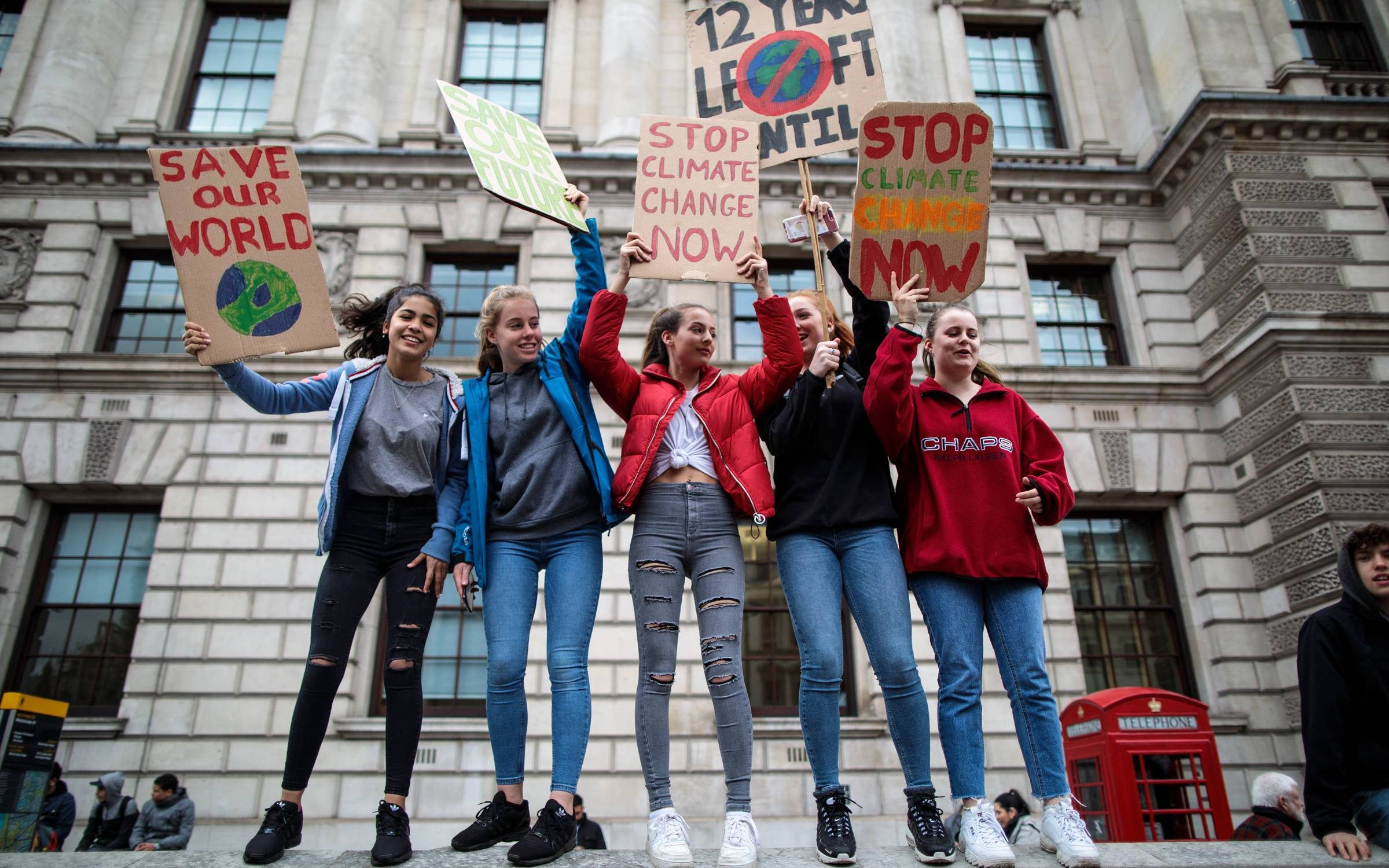 LONDON, ENGLAND - MARCH 15: Students take part in a student climate protest on March 15, 2019 in London, England. Thousands of pupils from schools, colleges and universities across the UK will walk out today in the second major strike against climate change this year. Young people nationwide are calling on the Government to declare a climate emergency and take action. Similar strikes are taking place around the world today including in Japan and Australia, inspired by 16-year-old Greta Thunberg who criticised world leaders at a United Nations climate conference. (Photo by Jack Taylor/Getty Images)