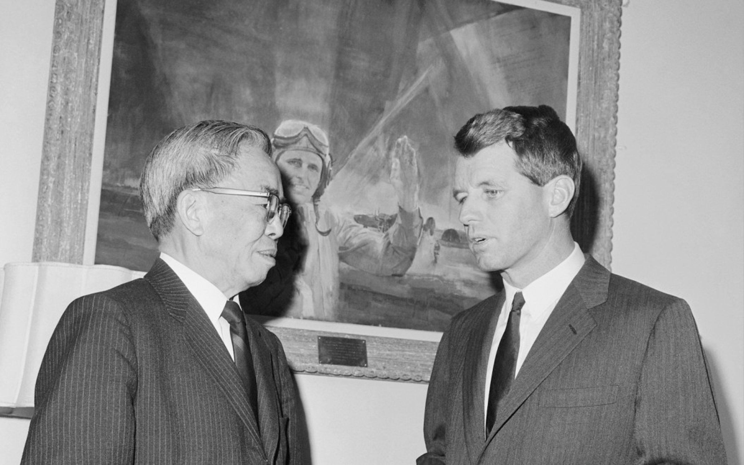 Tsiang Tingfu, left, with Senator Robert Kennedy, 1965. Credit: Getty Images
