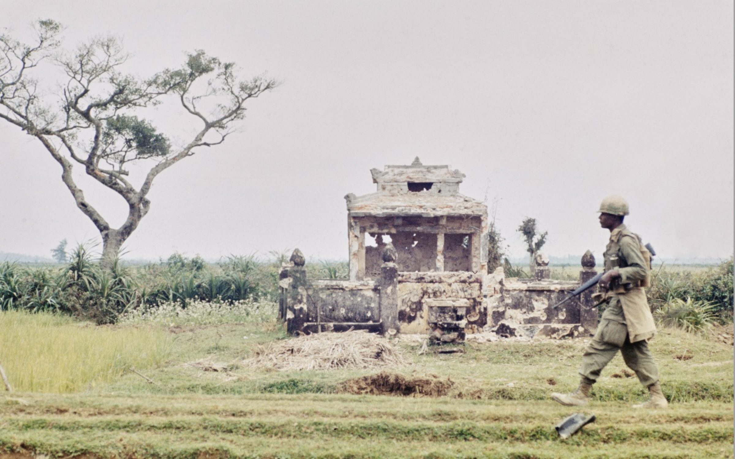 An American soldier passes the ruins of a temple in Hue, Vietnam, 1968. Credit: Bettmann Archive / Getty Images.